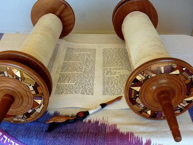 Украденные свитки Торы написаны в 1850-х в Литве / timesofisrael.com