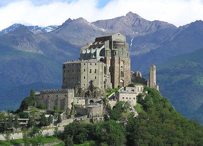 Стародавнє абатство є символом П'ємонту / italia-ru.com