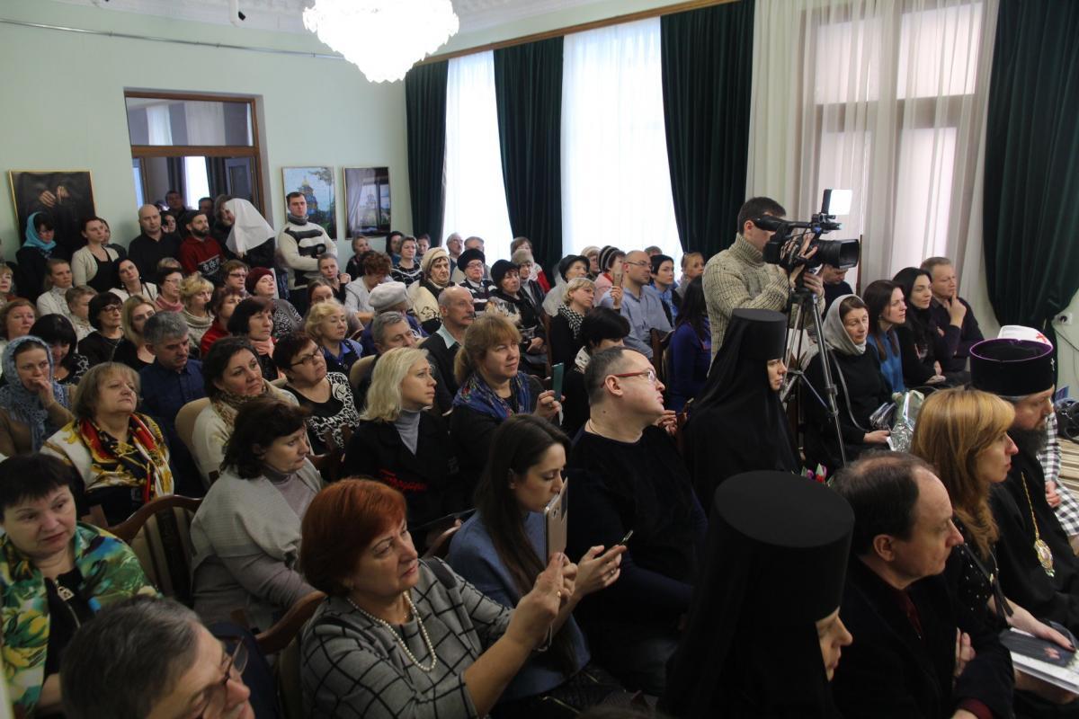 Отец Роман ознакомил аудиторию со сборником лирической поэзии / zhytomyr-eparchy.org