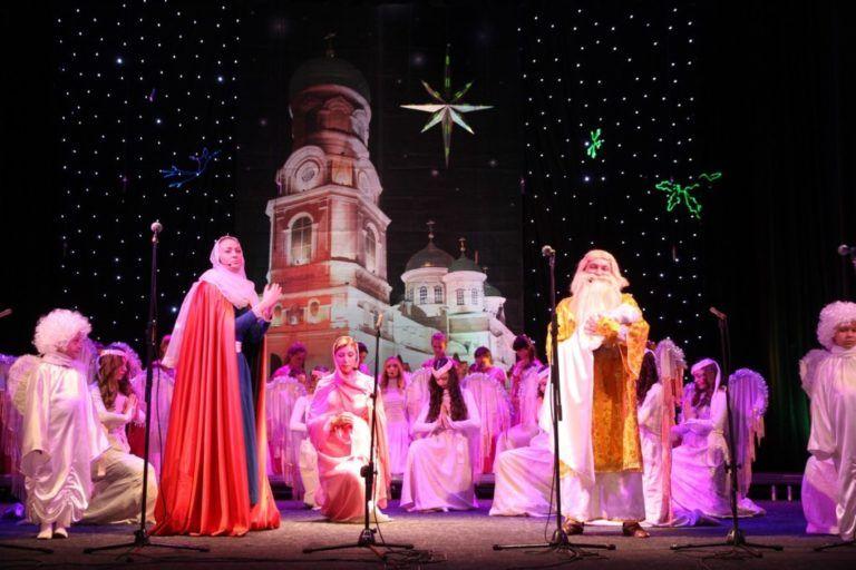 Фестиваль собрал 73 певческих коллектива и около 1300 участников / dnipropetrovsk.church.ua