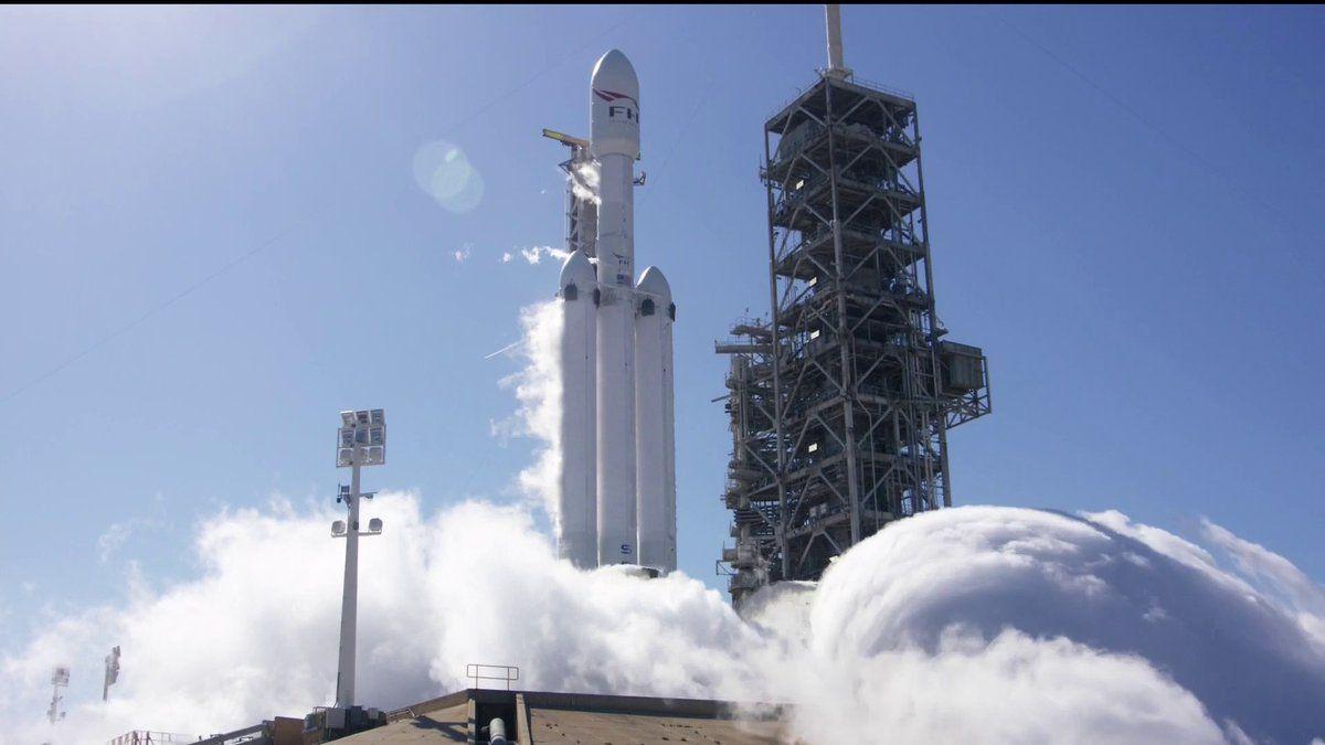 Falcon Heavy полетит на Марс 6 февраля / фото twitter.com/elonmusk