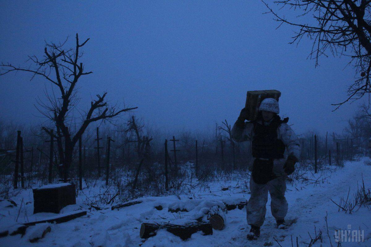 Вследствие вражеских обстрелов в зоне АТО сегодня получил ранение один украинский воин / фото УНИАН