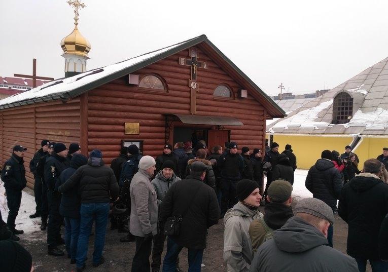 Во Львове пикетировали церковь / vgolos.com.ua