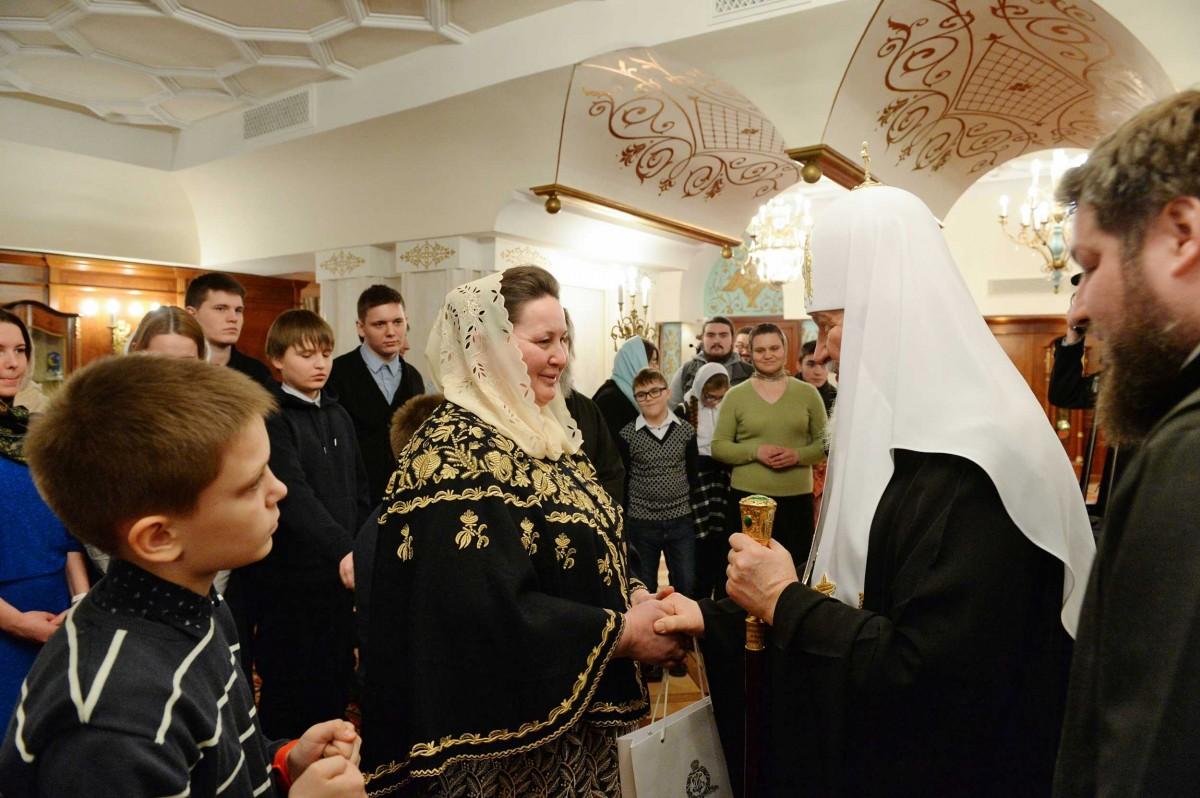 Патриарх Кирилл передал материальную помощь многодетным семьям священнослужителей / foto.patriarchia.ru