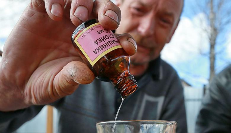 В России регулярно происходят отравления с летальным исходом после употребления различных жидкостей, содержащих алкоголь / фото flashsiberia.com
