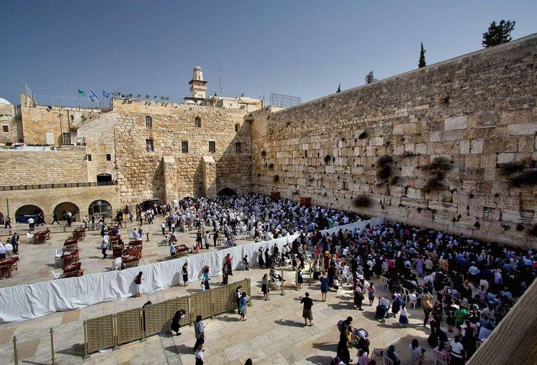 В кінці грудня кілька тисяч людей взяли участь в молитві про дощ біля Стіни плачу / timesofisrael.com