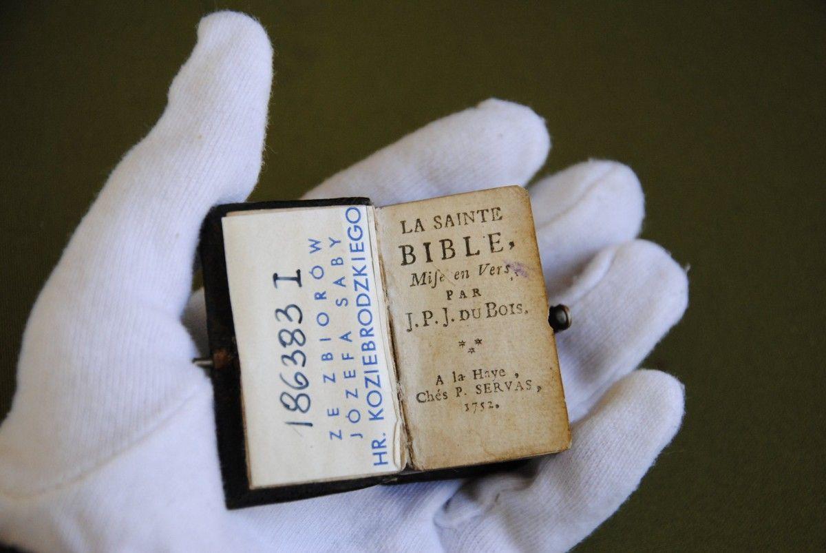 Во Львове реставрируют французскую Библию XVIII века. / zaxid.net