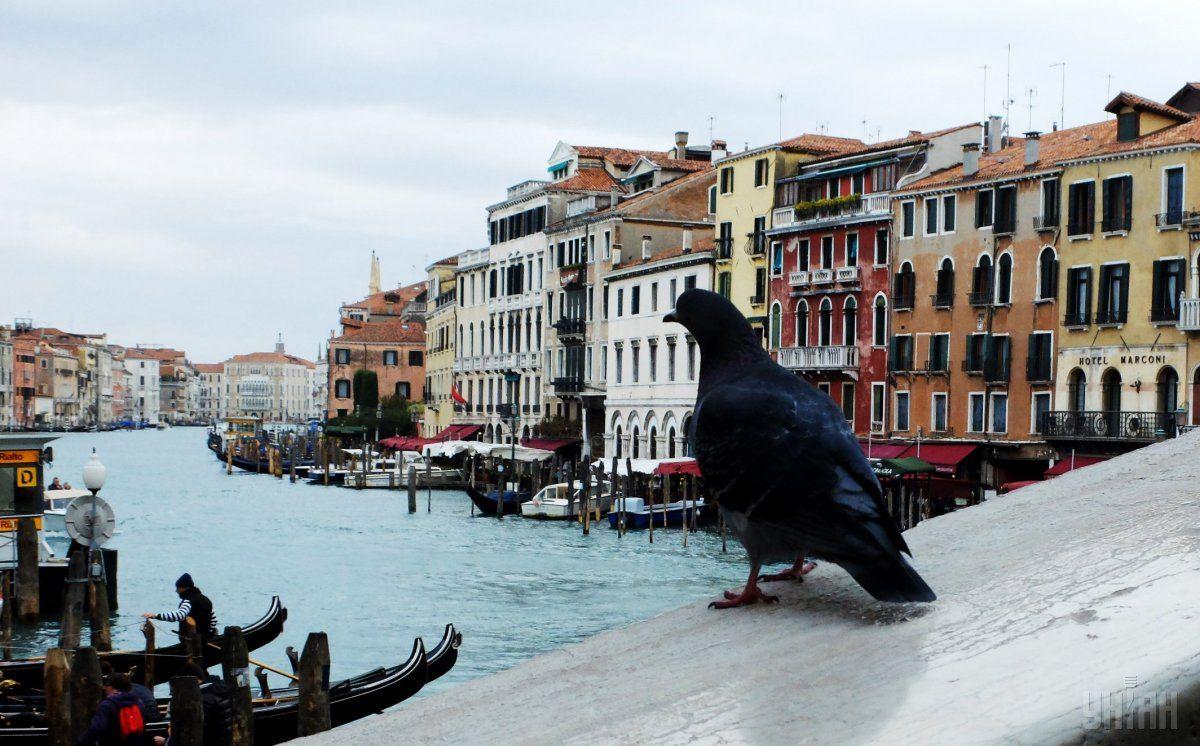 Через мусор в Венеции запретили открывать магазины / фото УНИАН