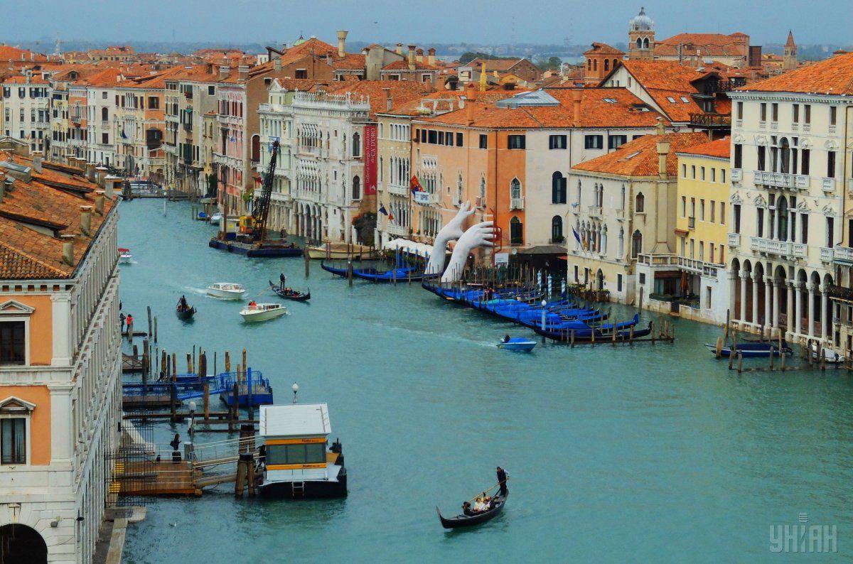 Исторический центр Венеции ежегодно посещают миллионы туристов \ УНИАН