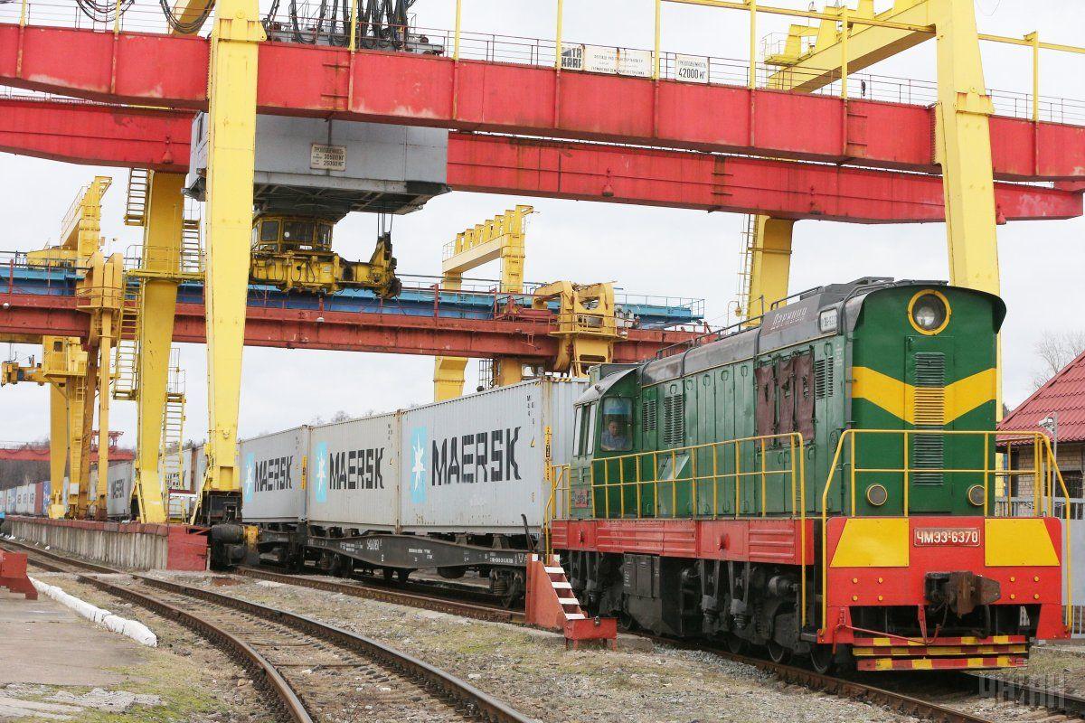 В Україні запустили регулярний контейнерний поїзд / фото УНІАН
