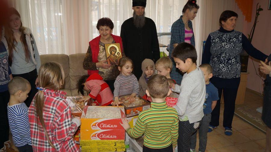 Братія відділу соцслужения відвідали вихованців дитячого закладу / lavra.ua