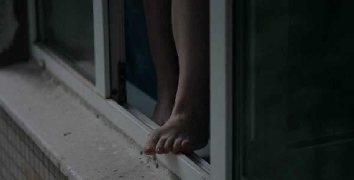 В Одессе подросток выбросился из окна многоэтажки