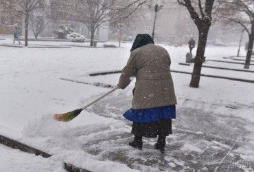 У Києві через снігопад комунальні служби працюватимуть цілодобово