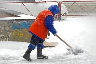 Завтра в Україні пройде сніг, місцями вночі похолодає до -7° (відеопрогноз)