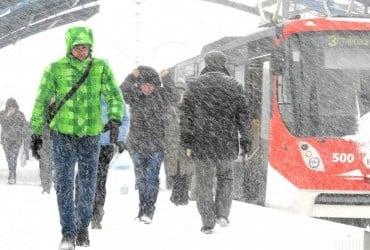 Сильний вітер та до 18 см снігу: жителів Києва попереджають про негоду