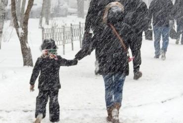 Україну сьогодні охоплять снігопади та хуртовини: оголошено штормове попередження (карта)