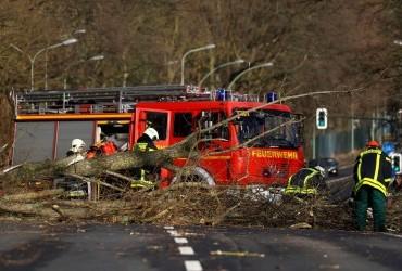 В Европе продолжает свирепствовать буря, количество погибших возросло до 8 человек