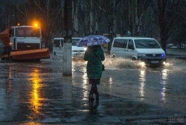 Сильний вітер, дощ, місцями сніг: синоптики попередили про різке погіршення погоди в Україні