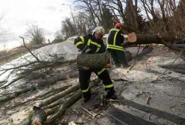 Жертвами мощного шторма в Европе стали десять человек