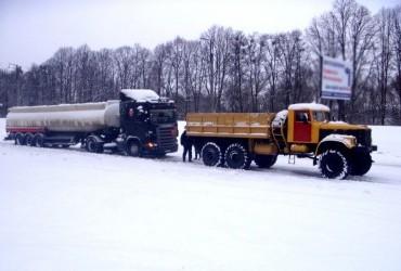 Снегопад в Украине: движение на трассе Киев-Одесса возобновлено в двух областях