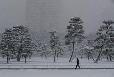 Завтра в Украине сохранится холодная погода, местами пройдет снег (видеопрогноз)
