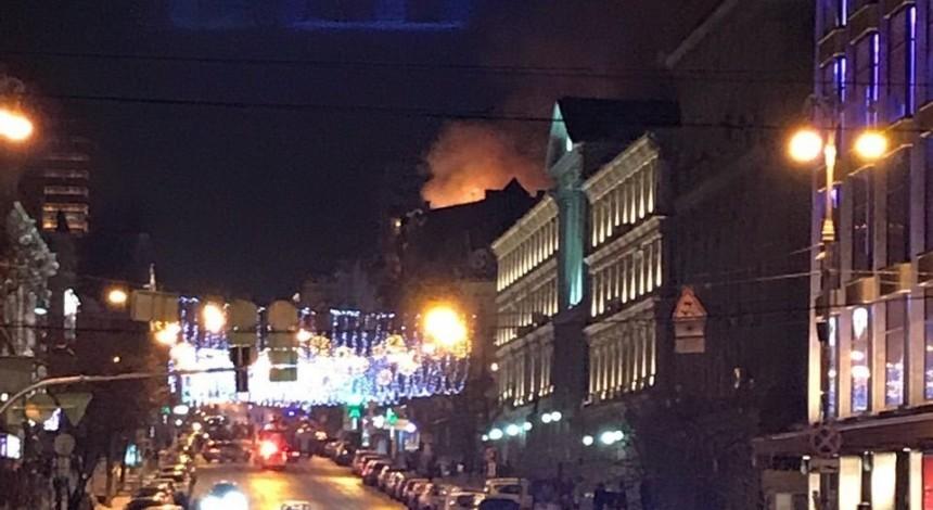 В центре Киева горит дом (фото)