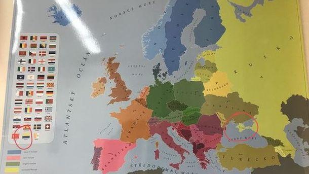 Карта Європи з некоректним зображенням анексованого Криму була виявлена в одній з шкіл Праги / Twitter
