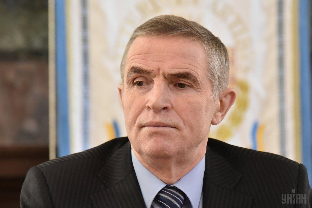 Зеленский пообещал памятник Каденюку за государственные деньги / фото УНИАН