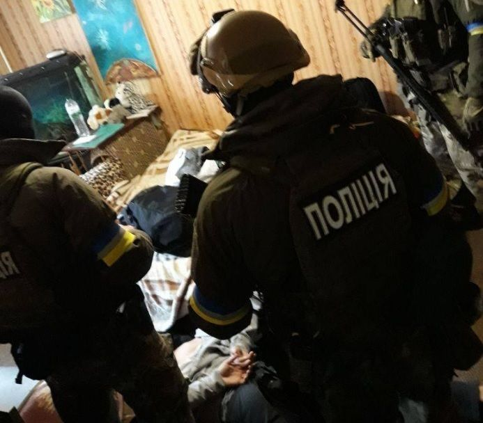Ранение полицейских при взрыве вДнепре: размещены фото задержания подозреваемых