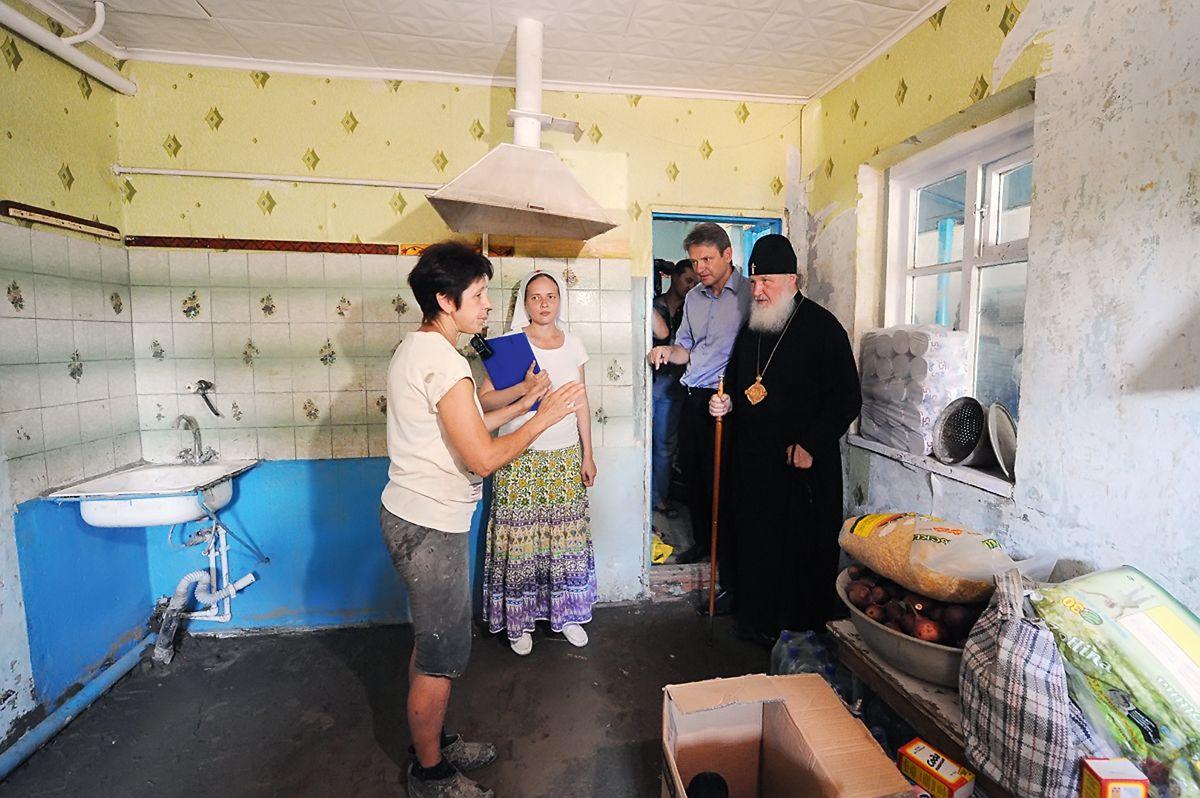 Патріарх Кирило відвідав вдома сімей, постраждалих від паводку. Кримськ, липень 2012 року / foma.ru