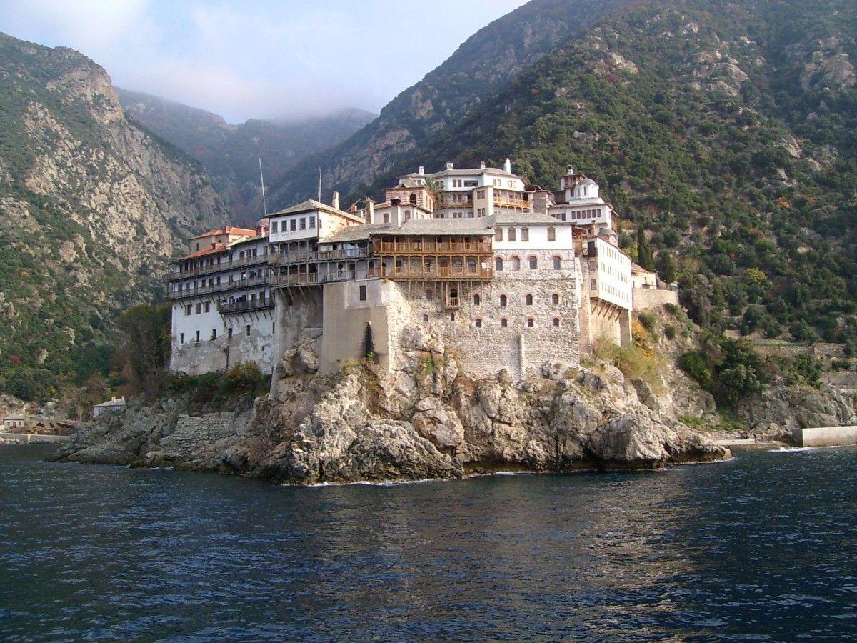 На выставке будет представлена коллекция картин с видами монастырей Афона / athos-ukraine.com