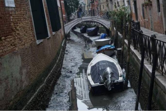 В Венеции пересохли легендарные каналы / фото inmeteo.net