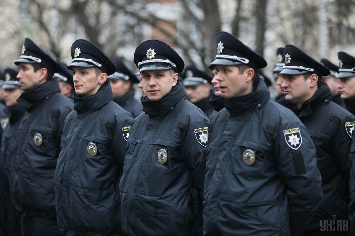 Во всех населенных пунктах будут дежурить группы быстрого реагирования патрульной полиции/ фото УНИАН