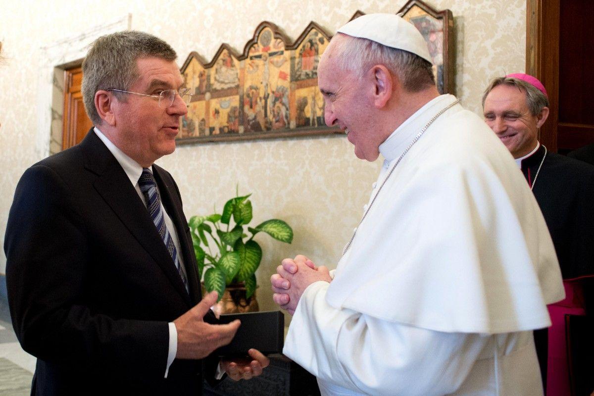 Президент МОК Томас Бах і Папа Римський Франциск / The Associated Press