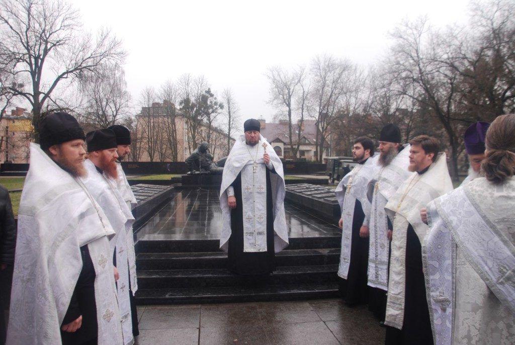 Священики Волинської єпархії УПЦ помолилися за упокій душ визволителів Луцька / volyn.church.ua
