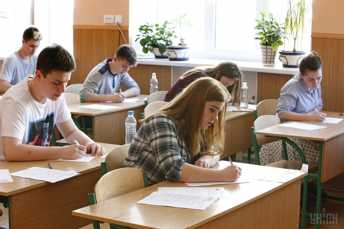 14% абітурієнтів не здали ЗНО з української мови / фото УНІАН