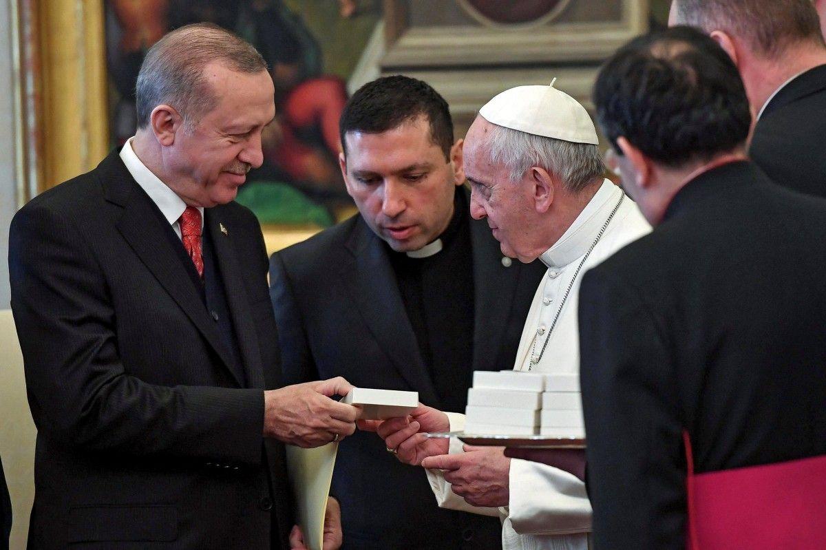 Папа Римський і Реджеп Таїп Ердоган / REUTERS