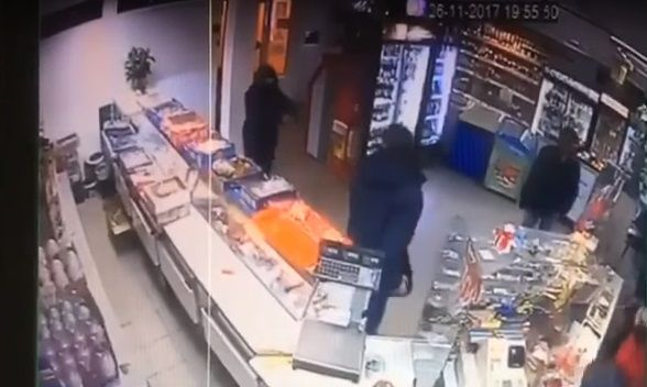 Син нардепа Попова у листопаді 2017 року пограбував магазин / Скріншот