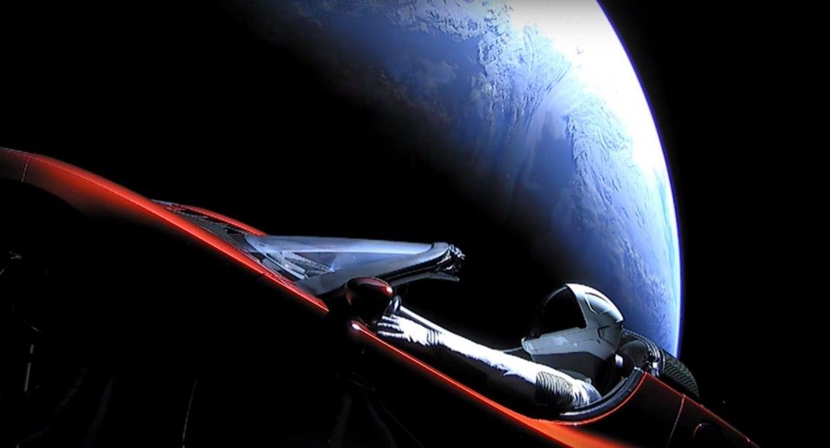 """""""Космическая Одиссея"""" личной Tesla Илона Маска продолжается / SpaceX"""