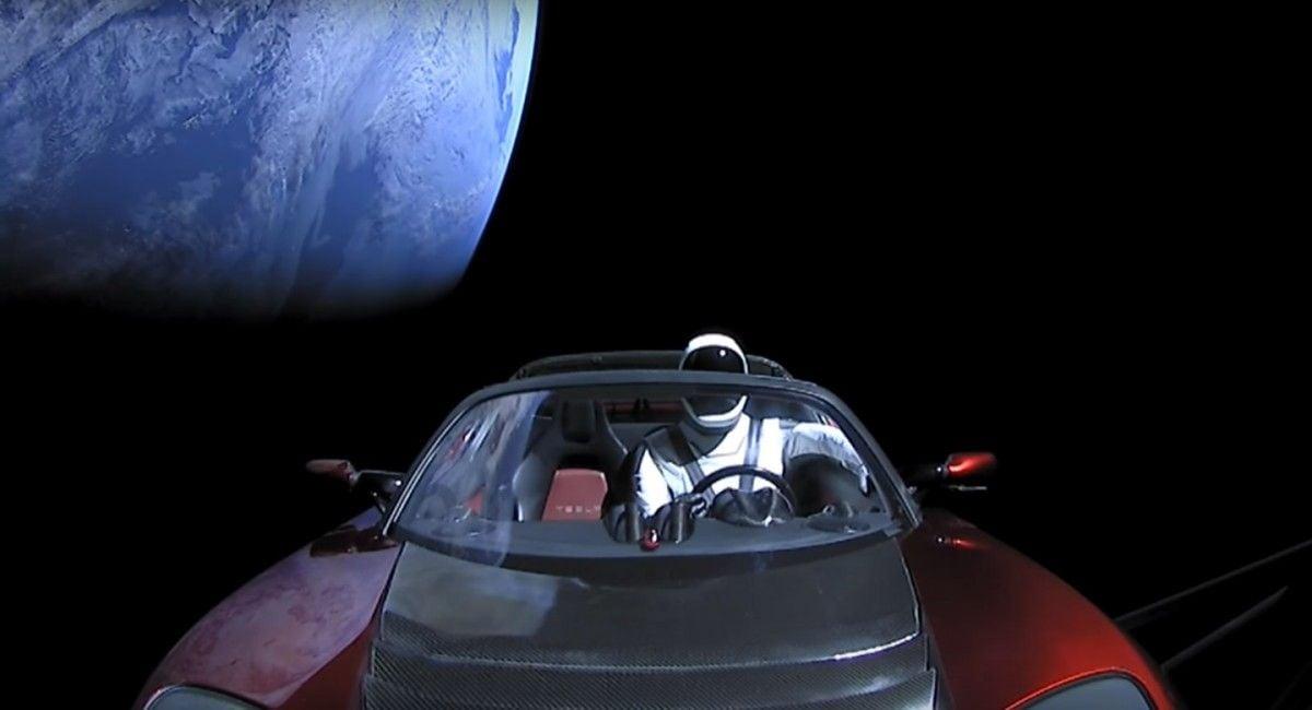 Tesla движется к Поясу астероидов / Скриншот из видео на YouTube-канале SpaceX