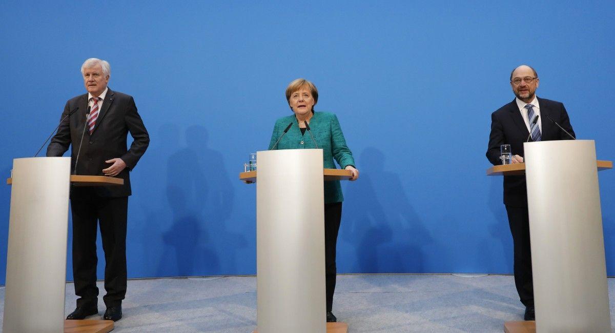 Лидеры ХСС Хорст Зеехофер, ХДС Ангела Меркель и СДПГ Мартин Шульц во время совместной заявления в Берлине / REUTERS