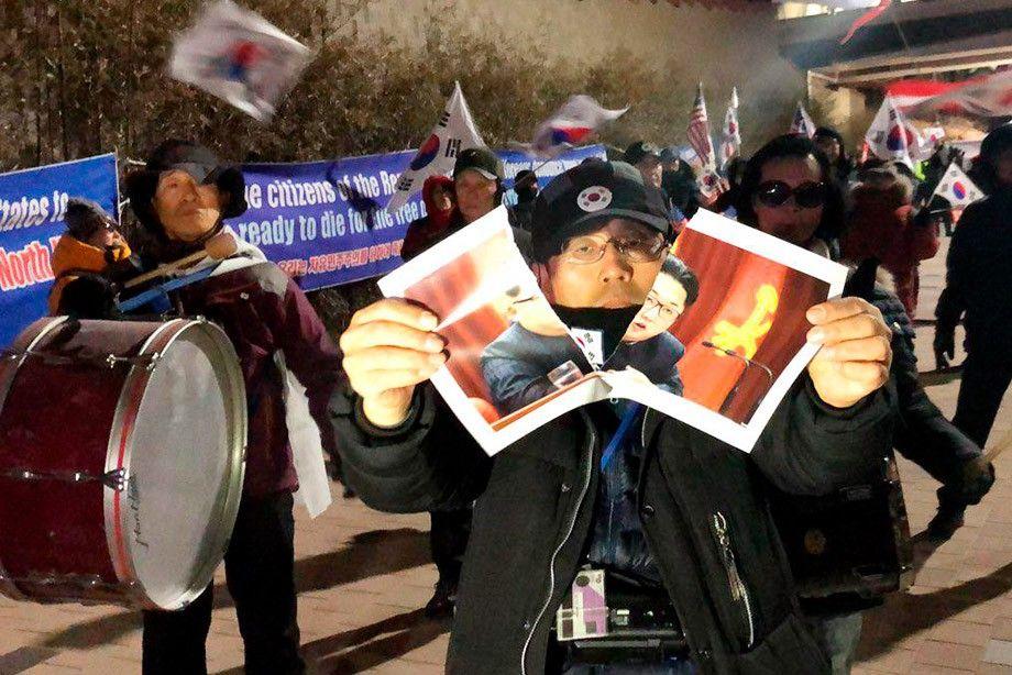 Жители Южной Кореи протестуют против участия атлетов из КНДР в Олимпиаде / championat.com