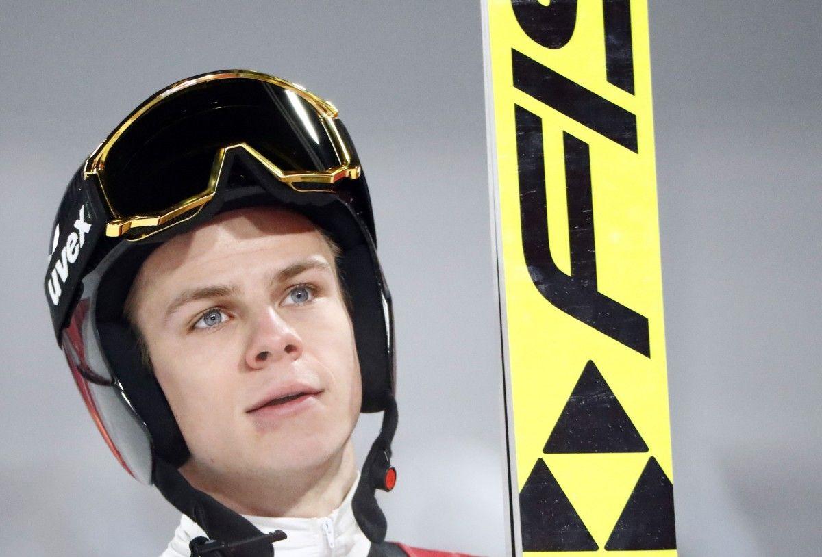 Андреас Веллингер выиграл первый этап соревнований по прыжкам с трамплина / Reuters