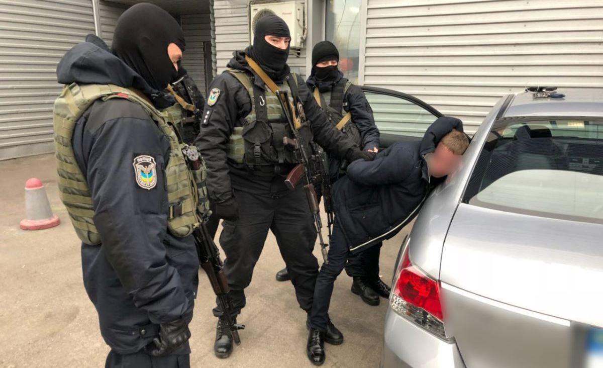 Також затриманих підозрюють у масштабній корупції та наркобізнесі / фото npu.gov.ua