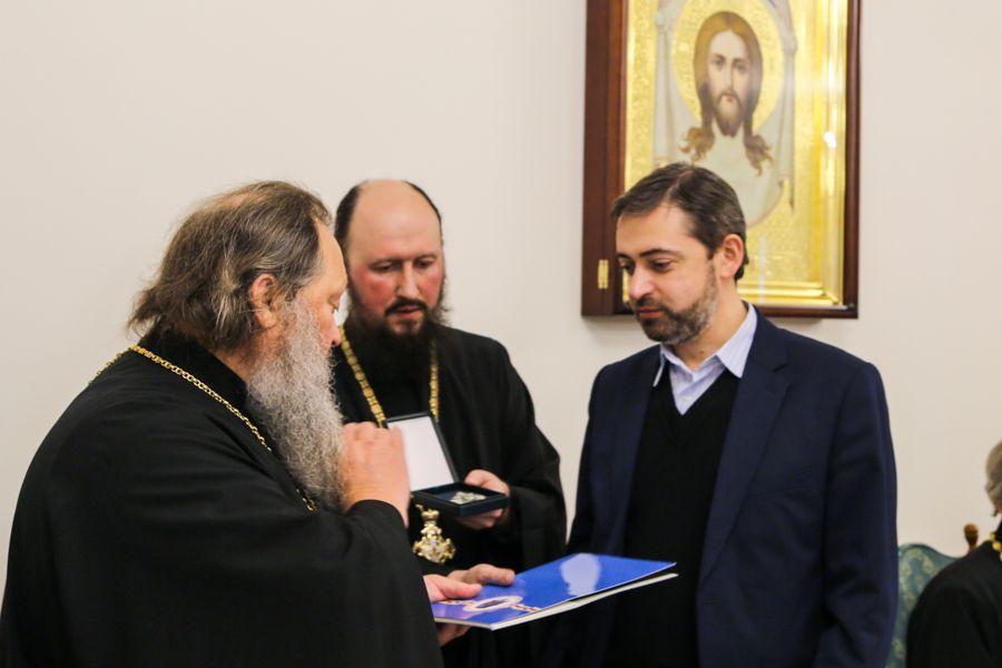 Деякі учасники конференції були удостоєні церковних орденів / lavra.ua