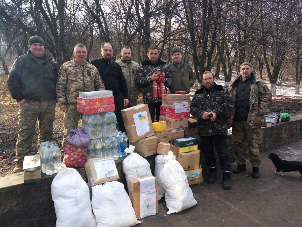 Капелланы-волонтеры Винницкой епархии УПЦ совершили очередную гуманитарную поездку в зону АТО / news.church.ua
