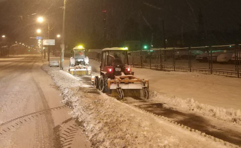 На боротьбу зі снігом в Києві на вулиці вивели 270 одиниць техніки та 29 бригад / фото kyivcity.gov.ua