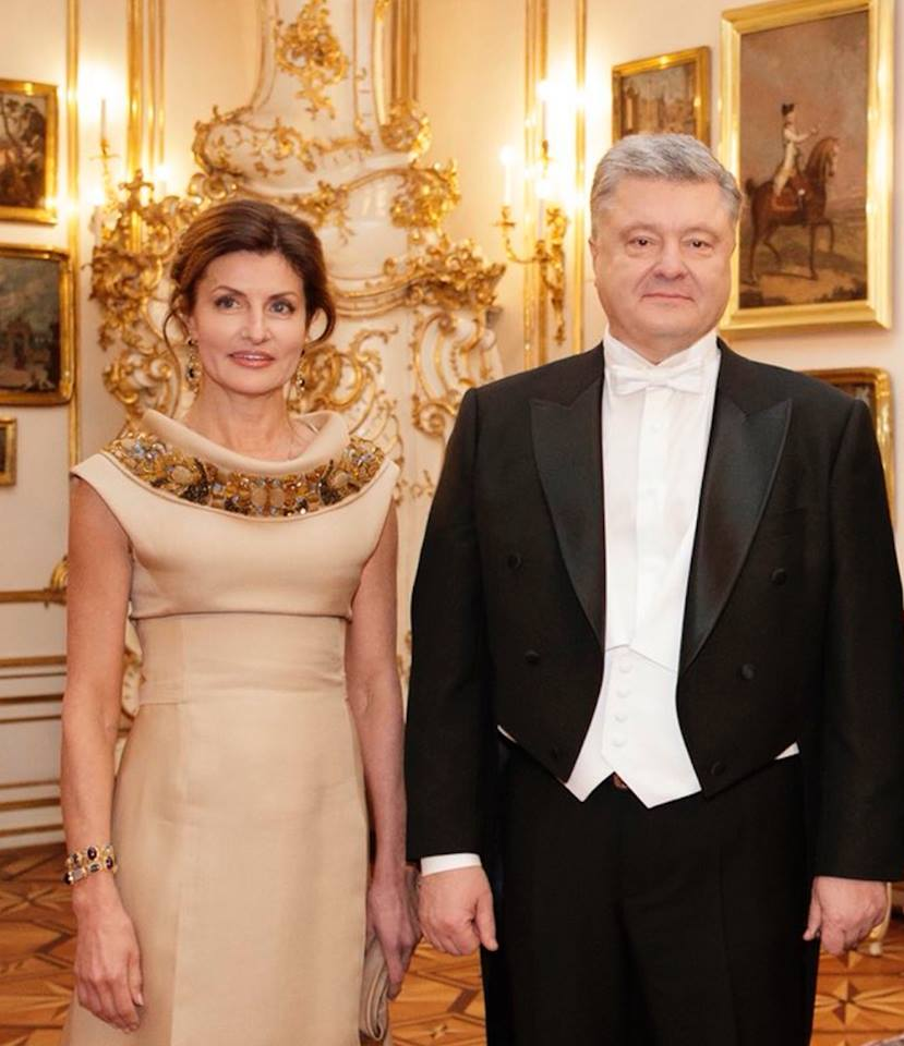 Порошенко с супругой Мариной на балу / фото facebook.com/Альона Яхно