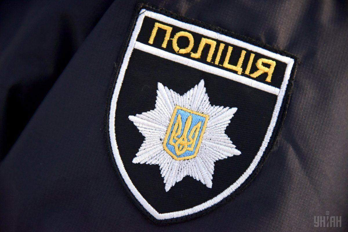 В ночь на 21 февраля неизвестные повредили табличку с надписью / фото УНИАН