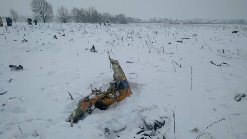 Обломок самолета Ан-148 в Раменском районе Московской области / REUTERS